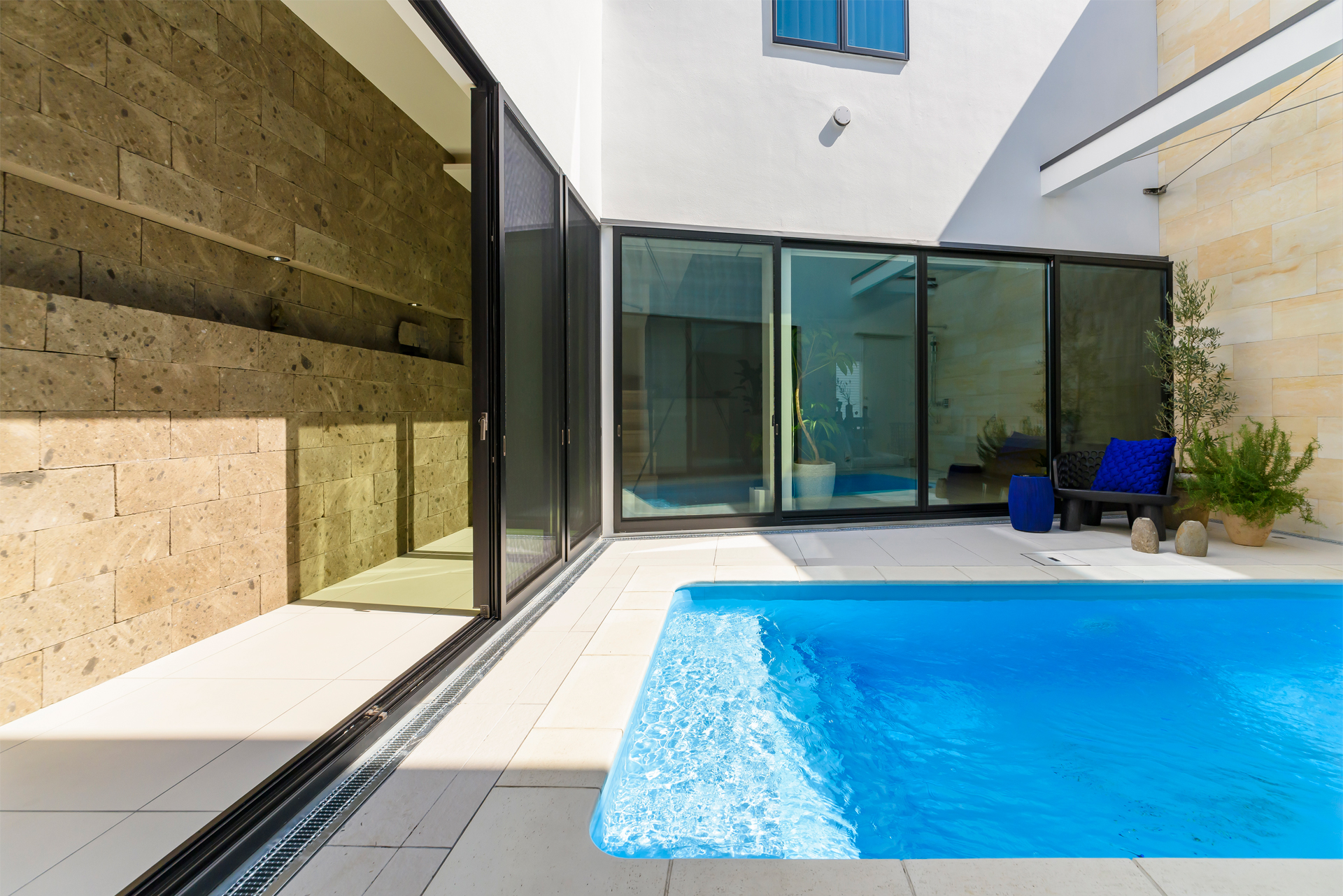CH5 Pool house photo2